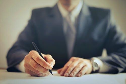 לפני רכישת דירה? הסיבה שבגללן אתם חייבים להתייעץ עם עורך דין
